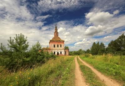 По проселочной дороге церковь Суздальский район