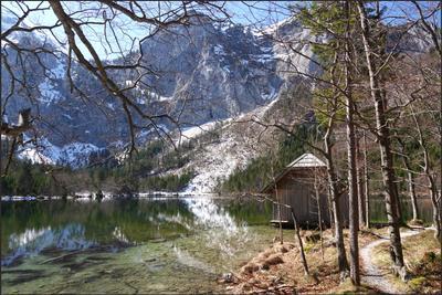 Сарай у озера