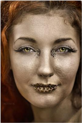 Golden girl золото девушка гротеск