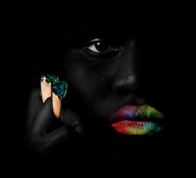 Mariama реклама чёрное кольцо вамп девушка