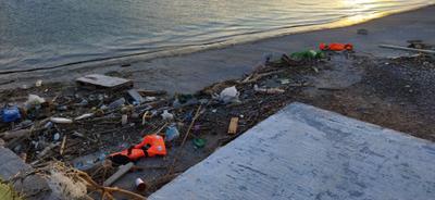 Остров Лесбос Лесбос беженцы спасательные жилеты