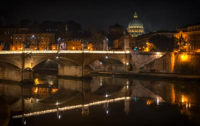 римский мостик рим ночь
