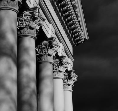 Фотоэтюд.  Фрагмент портика архитектура фрагмент портик антаблемент колонны экзерсис монохром