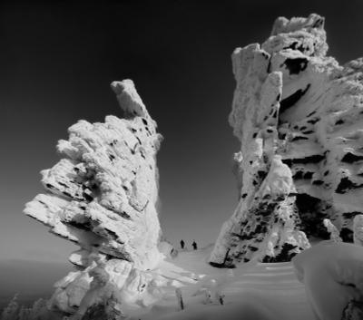 Врата в зачарованный мир Пейзаж природа Урал зима горы скалы останцы Колчимский камень Сергей Макурин