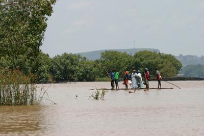 не роскошь, а средство озеро плот афроафриканцы