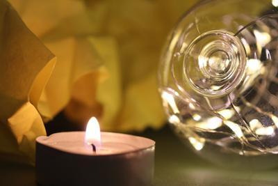 свеча и лампа