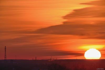 ПЕКЛО 31.03.21 омск горизонт затон кран радар солнце закат оранжевое небо пекло