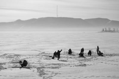 Полярники зима лёд рыбаки горы