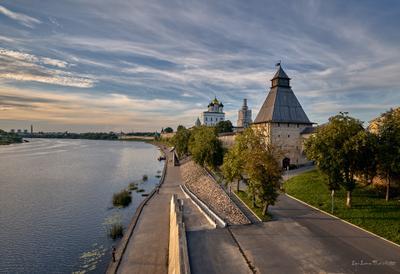 Псков. Набережная реки Великой