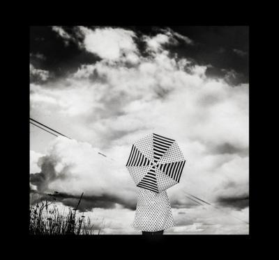Вселенная зонтов,плывущих в неизвестность чб арт зонт девушка