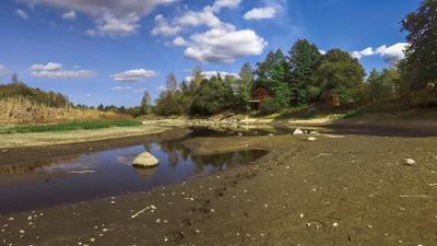 Как высыхают реки закат река Житомир Житомирщина небо облака берега камни деревья