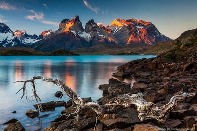 Торрес дель Пайне Чили Торрес дель Пайне закат озеро горы