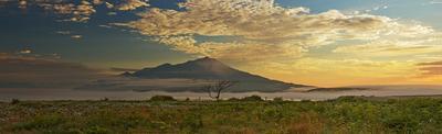 Свет и тень остров, итуруп, вулкан, закат, солнце, вода