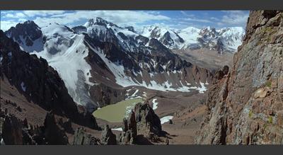 Угроза №6 и панорама Малого Алматинского ущелья Тянь-Шань горы Алатау небо ледник озеро панорама