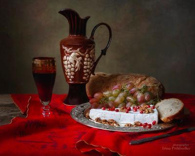 ***Натюрморт с сыром бри и красным вином натюрморт еда сыры сыр бри фрукты виноград красное вино