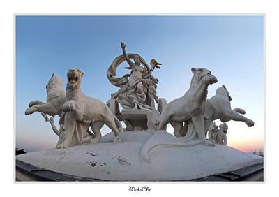 Покровительница искусства - Мельпомена (на крыше оперного) Одесский национальный академический театр оперы и балета оперный руферы руфинг крыша рассвет