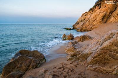 Рассвет в Калейе. Испания Калейя солнце пляж песок скала рассвет