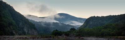 Долина реки Аше близ аула Калеж утром калеж Аше горная река горы Кавказ утро туман