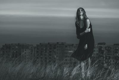 Alone with the crowd girl bw black and white Tbilisi Georgia девышка портрет чб чёрно-белое Тбилиси Грузия арт