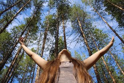 Свобода... природа и человек лес ближе к природе свобода