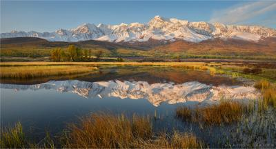 Рассвет в горах Алтая Алтай Ештыкёль Джангысколь озеро осень отражение горы Северо-Чуйский хребет