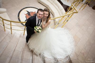 Александр и Екатерина свадьба невеста жених санкт-петербург спб загс лестница молодожены приморский апрель