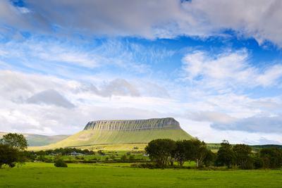 Небо над горой Бен-бальбен Ирландия Небо горы Бен-бальбен