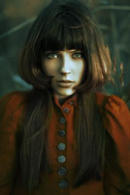 Scarlet red,scarlet,maroon,красный,портрет