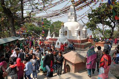 Буддийский праздник в Катманду Непал Катманду непалки-непальцы Сваямбунатх