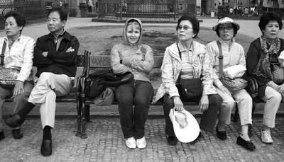 Аня и китайцы лавочка туристы усталость настроение