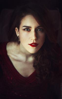 Julia portrait woman red eyes beauty