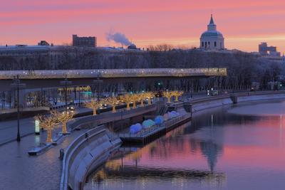 Когда повезло с цветом и светом. Из утренних съёмок Москвы.