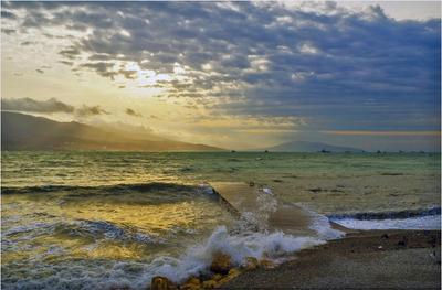 Солнце над Кабардинкой.. море утро облака солнечный свет