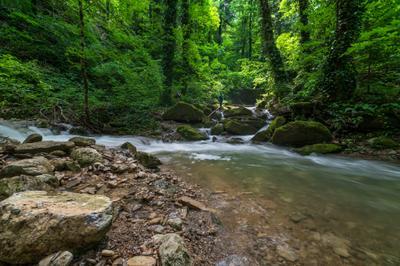 Река Каверзе Горы реки лес туристы камни