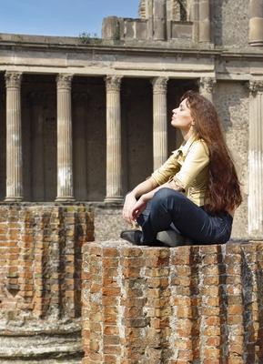 Медитация в руинах Помпеи Медитация  руины Помпеи