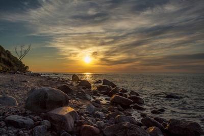 Балтийский пейзаж Калининградская область море камни песок.волны солнце
