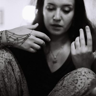 *** портрет, руки