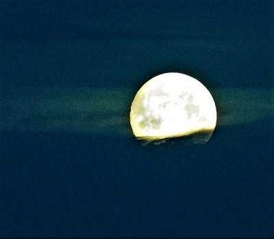 Захотелось Луну немного подсюррить... Она такая загадочная  планета, особенно в полнолуние Природа Луна сюрреализм полнолуние