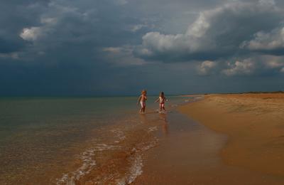 Сестры на морском берегу Море, Анапа