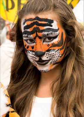 Вы не стойте слишком близко, я тигрёнок, а не киска tiger day vladivostok владивосток день тигра константин беспалов приморье primorye primorje девушки face art