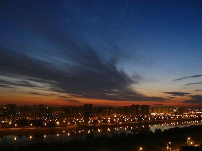 Спальный район река, ночь