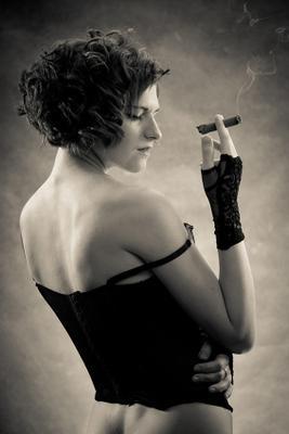 Dina model portrait smoke sigar lady girl woman