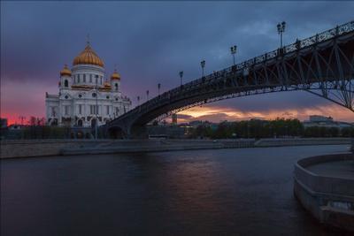 Дорога к Господу. Москва улицы Москвы городской пейзаж Храм Христа Спасителя