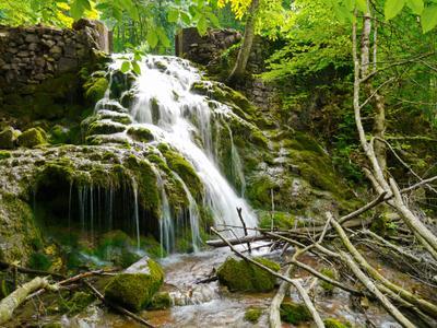 В крымском лесу Крым лес горы Барская поляна Юсуповское озеро водопад