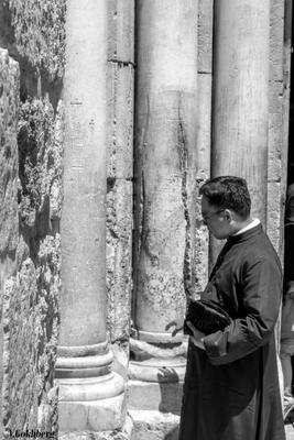 Jerusalem, Church of the Holy Sepulcher. The column, split by lightning Jerusalem Israel black and white Viktor Gokhberg Travel Traveling Holy land holyland