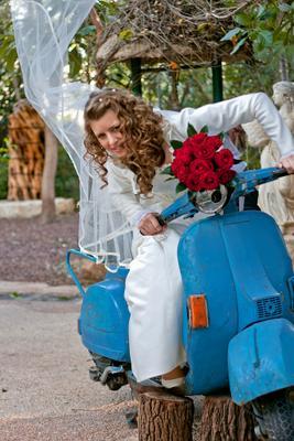 Сбежавшая невеста сбежавшая, невеста, мотороллер, фата, ветер