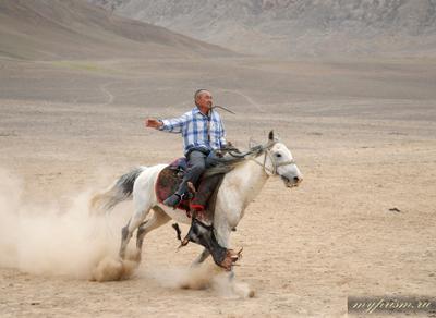 Победитель Памир Мургаб горы кони козлодрание состязание