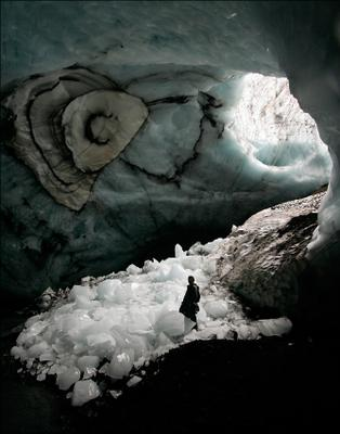 Пещерный Ледяной Человек Исландия пещера