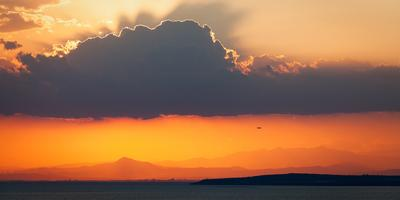 Про закат, самолёт, море, горы и ветряки кипр закат море
