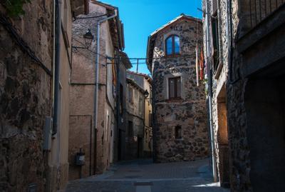 Небесное окошко город древний каменные стены окно небо